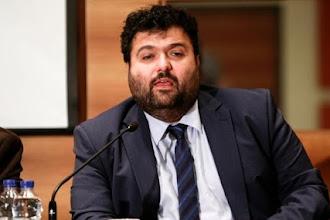 Ο υφυπουργός που είναι και νομικός παίρνει θέση για βούλευμα κρίνοντας σύμφωνα με πληροφορίες