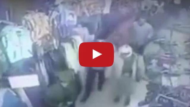 VIDEO: Enggan Membayar Upeti, Toko Pakaian Ini Dirusak Milisi Syiah