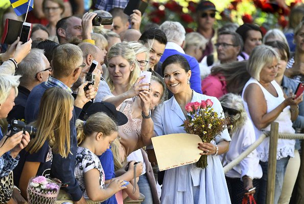 Crown Princess Victoria's dress is designed by Camilla Thulin and it is made especially for her. Victoria wore H & M sandals. Queen Silvia, Princess Estelle