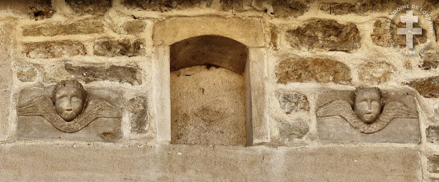 MONTIERS-SUR-SAULX (55) - Quartier aux maisons XVIIe-XVIIIe siècles