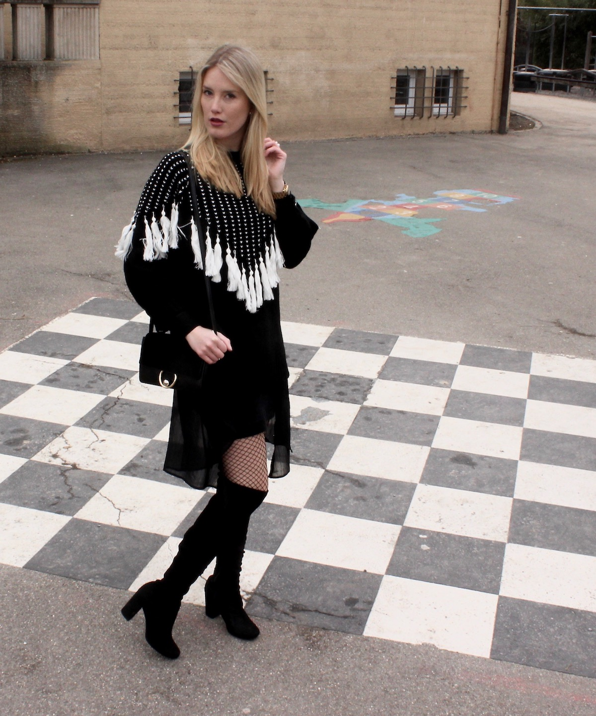 Fashion Outfit: Auffälliger Strickpullover all black