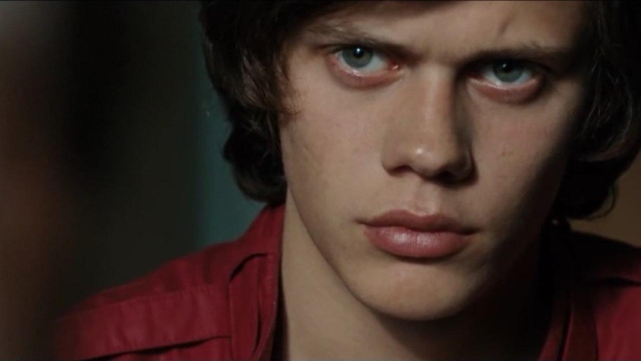 Himlen är oskyldigt blå - officiell trailer - YouTube
