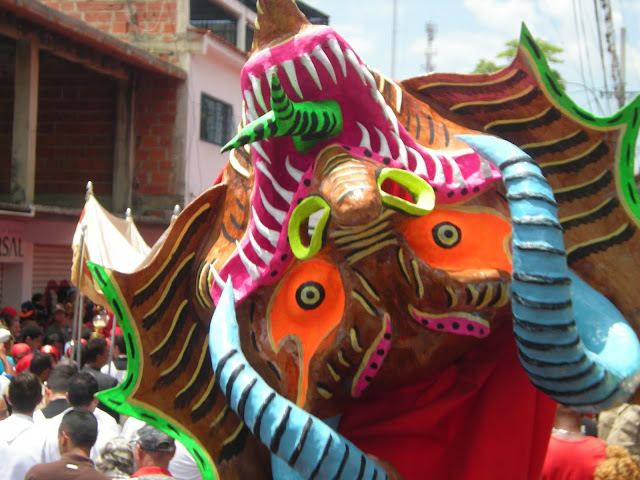 http://luisduartefotos.blogspot.com/2016/05/diablos-danzantes-del-corpus-chisti-san.html