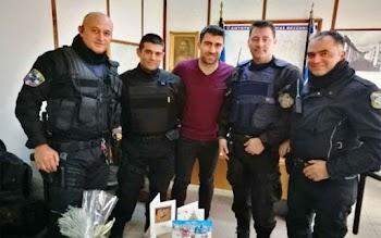 Ο Σωκράτης Παπασταθόπουλος δώρισε 25 αλεξίσφαιρα γιλέκα στην Αστυνομία της  Μεσσηνίας 7d21ccfcad5