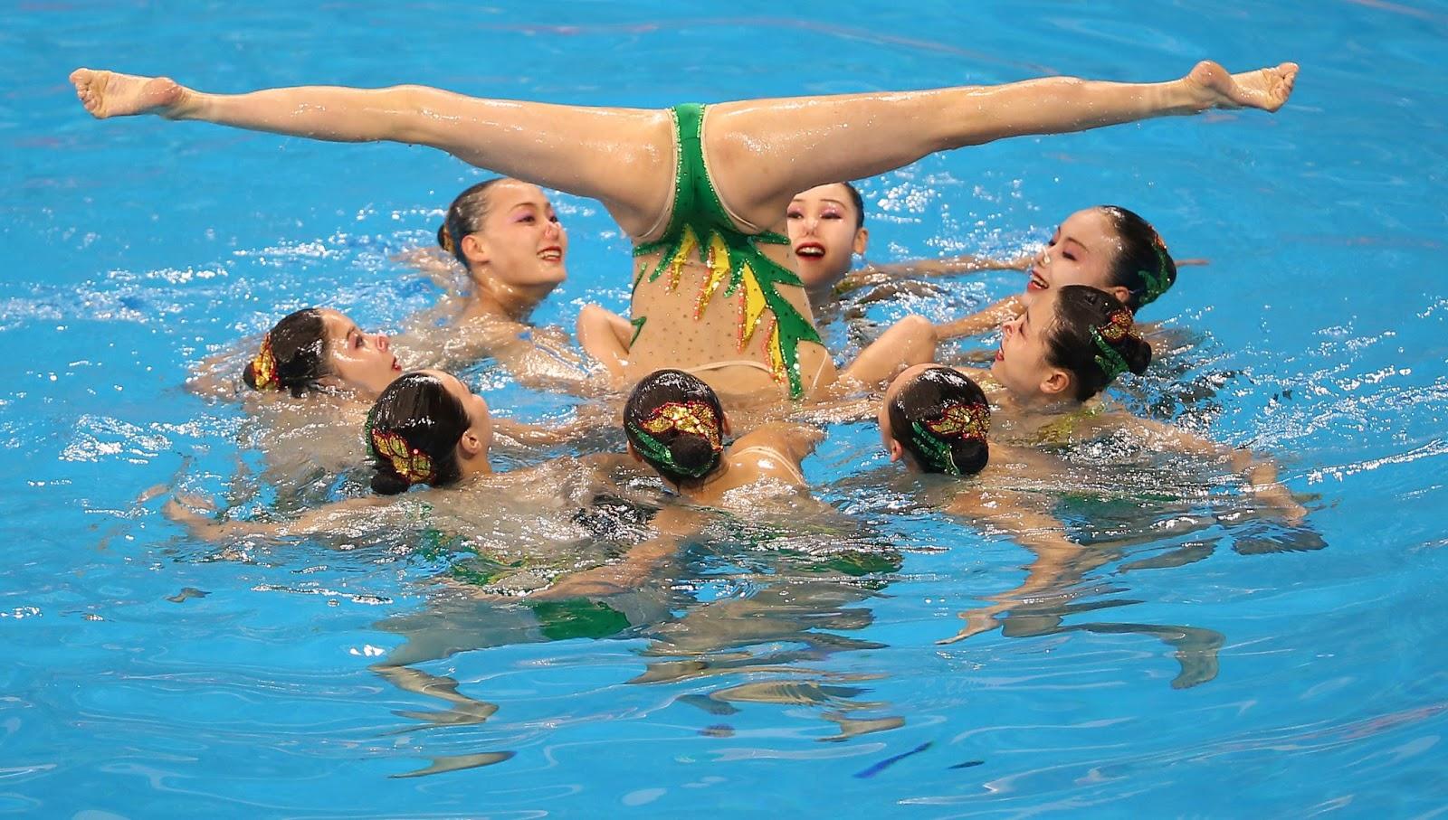 sinhronnoe-plavanie-golishom