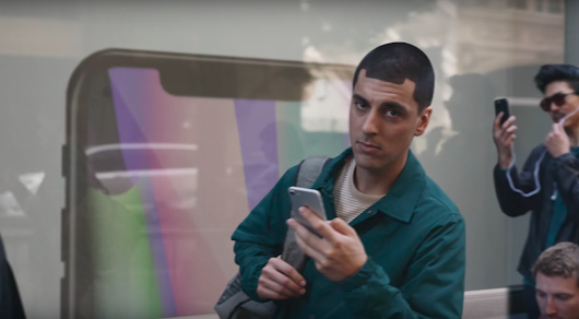 [Video] Samsung's New Ad Mocks Apple iPhone X Notch, No Headphone Jack And More