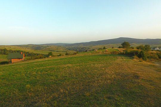 Widok z węgierskiego traktu w kierunku południowo-wschodnim na dolinę Jasiołki.