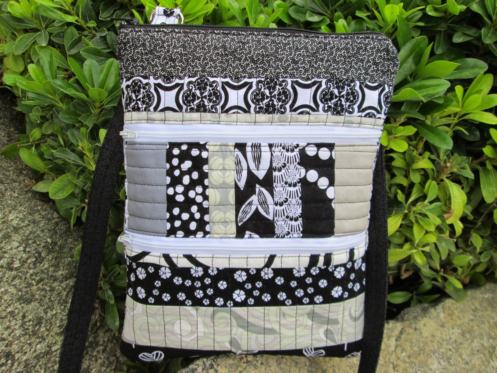 a quilter u0026 39 s mission  two purses for christa