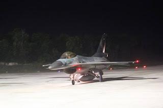 Pesawat Tempur F-16 Terbang Malam