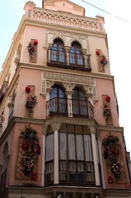 Toledo decorado para la fiesta del Corpus.