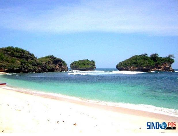 Pesona Wisata Pantai Watu Karung Pacitan