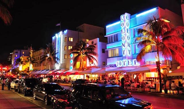 Ocean Drive en Miami de noche