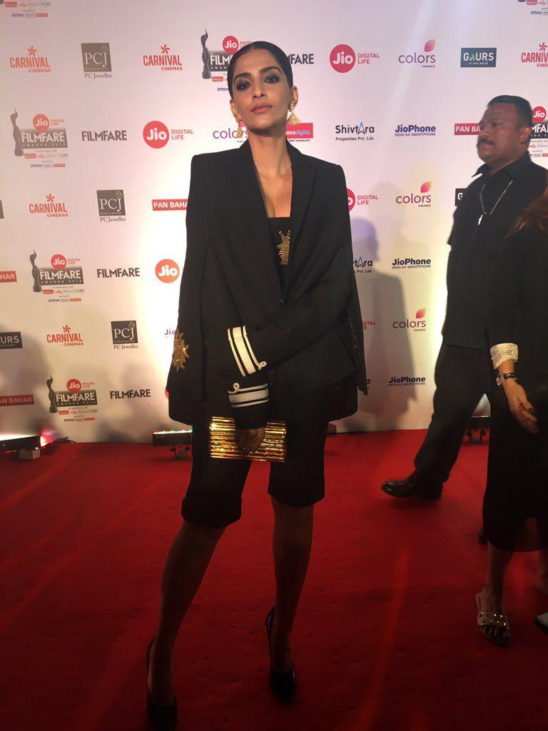 Sonam Kapoor at Jio Filmfare Awards 2018