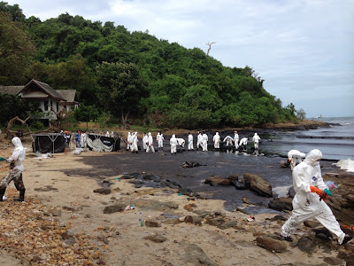 Containing the oil spill damage at Koh Samed beach
