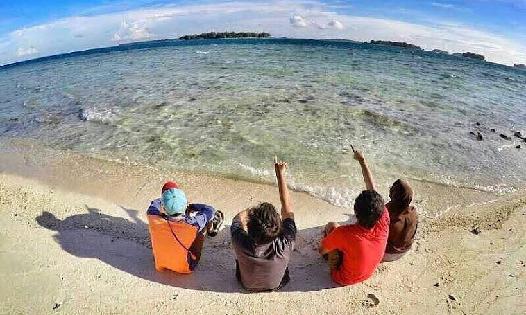 pulau dolphin di wilayah pulau kelapa kepulauan seribu utara
