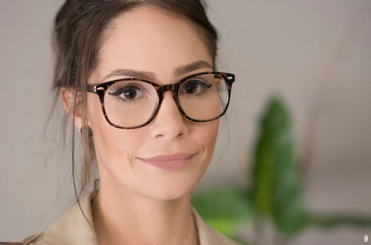 Muitas pessoas já entenderam que os óculos de grau se tornaram um  complemento do look e algumas vezes até a peça mais importante. b7beaed213