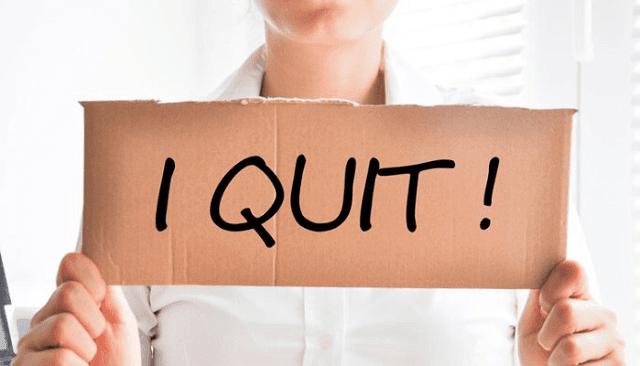 memutuskan keluar dari pekerjaan sekarang