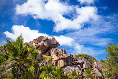 Granitfelsen an der Grand Anse auf La Digue