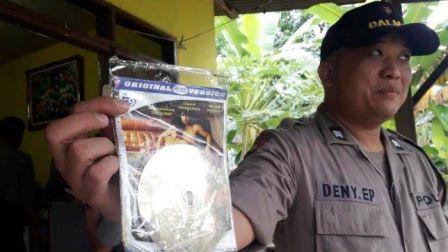 Polisi Temukan CD Video Porno Sesama Jenis di Kamar Kos Putra