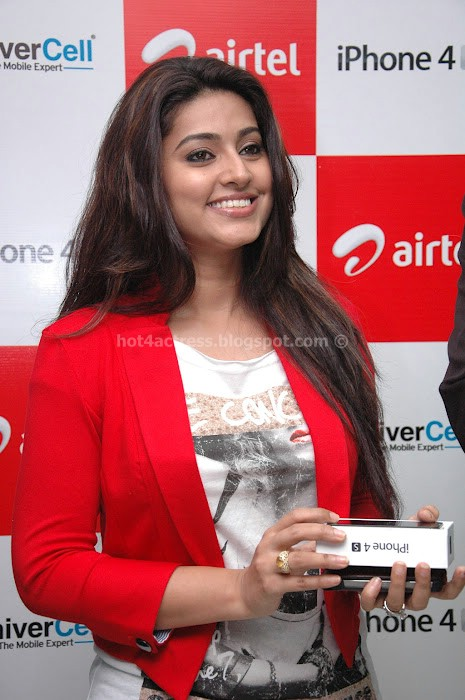 SNEHA AT IPHONE 4S LAUNCH PHOTOS