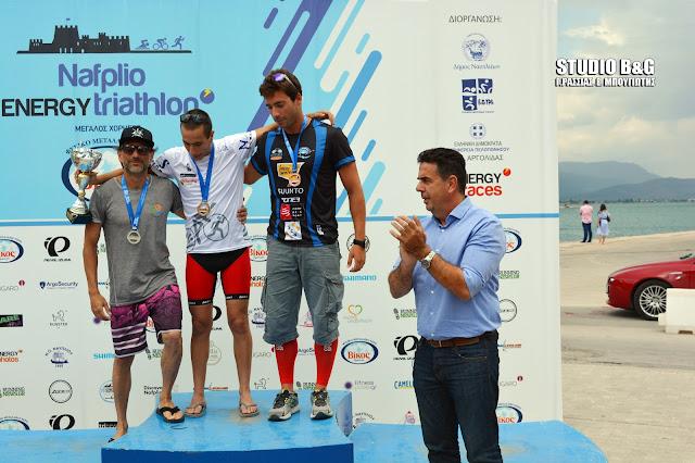 Απονομές στους νικητές των αγώνων Τριάθλου στο Ναύπλιο