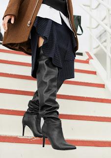 Черные ботфорты с присборенным голенищем с юбкой