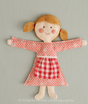 http://charlaanne.typepad.com/charlaanne/2012/03/-doll-tutorial-.html