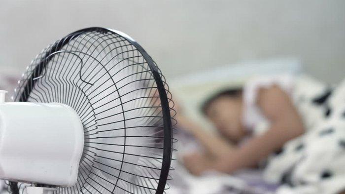 Tidur Pakai Kipas Angin Bisa Kena Paru-Paru Basah?