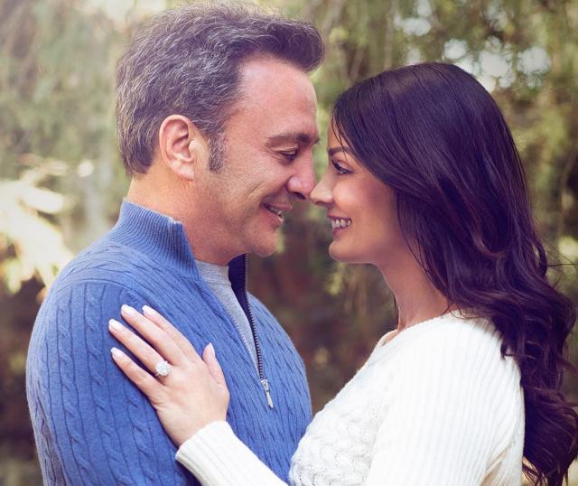 Dayanara Torres y Louis D'Esposito