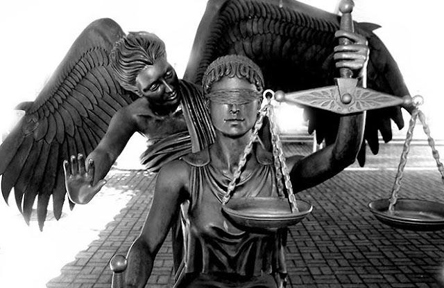 Η «Δικαιοσύνη» μιας μπανανίας