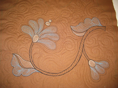 free motion quilting a flower doodle