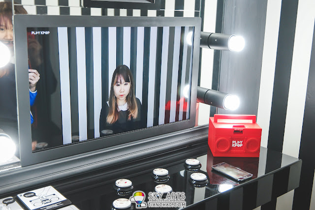 You can even have some virtual Korean makeup on too