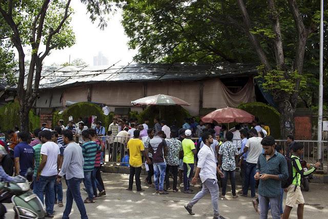 street, streetphoto, parel, ganesha festival, mumbai, india, people, spectators,