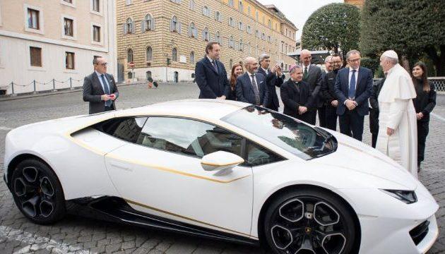 Δείτε πόσα «έπιασε» η λευκή Lamborghini του Πάπα