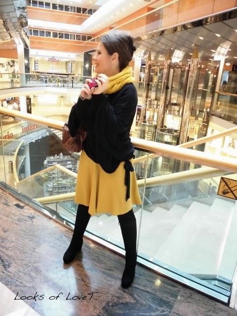 mustard outfit mit gelben rock und schwarzem cape fashion 40 und ber 50 blog f r frauen in. Black Bedroom Furniture Sets. Home Design Ideas