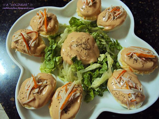 Huevos rellenos de surimi con salsa rosa