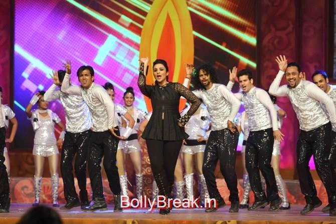 Parineeti Chopra, Katrina,  Shah Rukh, Priyanka, Deepika At Umang 2015