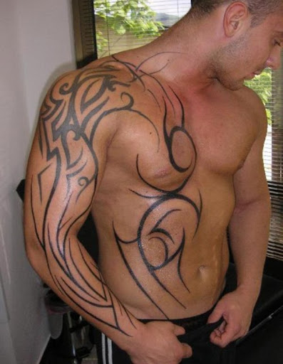 Incrível tatuagem tribal para homens