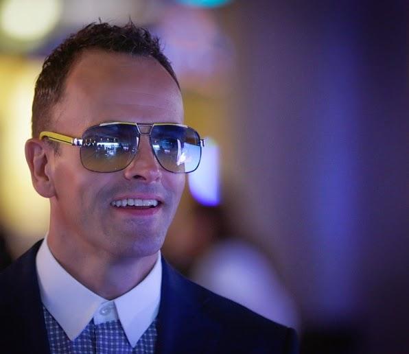 Sherlock Holmes sunglasses in Elementary Season 3 Episode 6 Terra Pericolosa