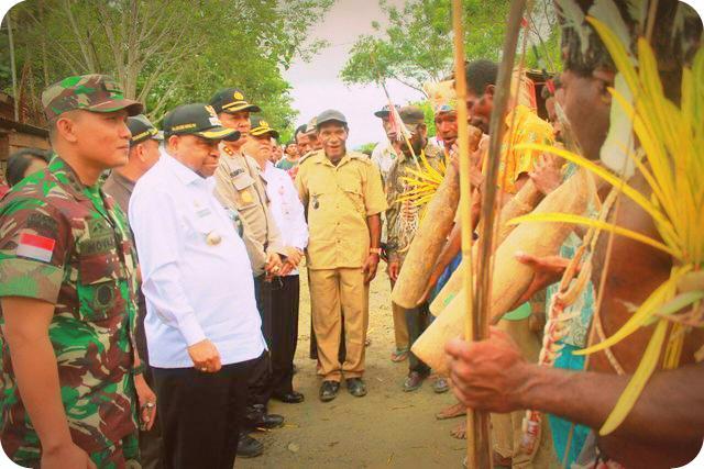 Celcius Watae Apresiasi Pembangunan Fisik yang Dilakukan TNI di Kampung Sach