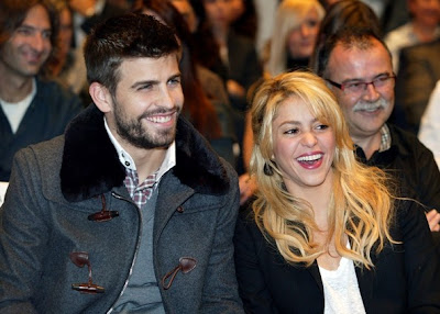 Football Super Star Player: Gerard Pique With His Hot Girlfriend Shakira Pic 2013