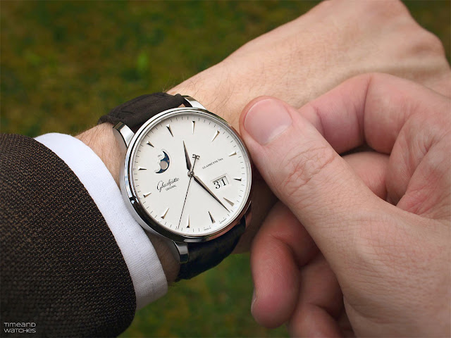 Wristshot of the Glashütte Original Senator Excellence Panorama Date Moon Phase