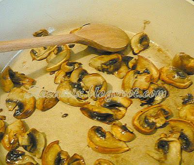 pečenje šampinjona za pastu s blitvom