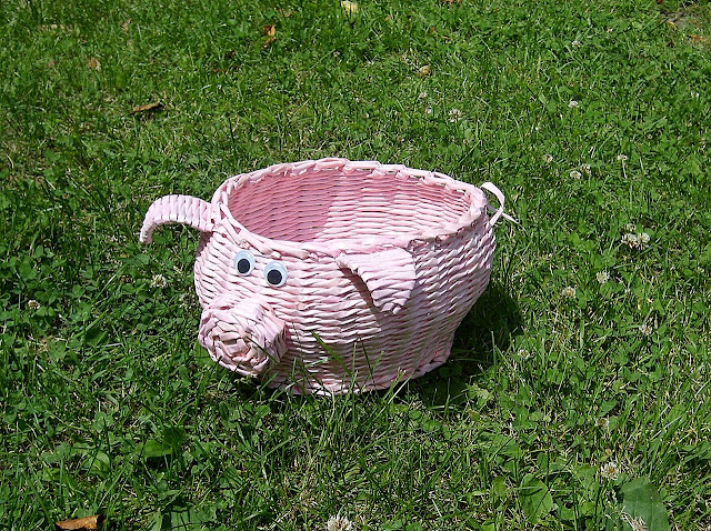 wyplatana świnka z gazet