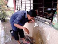 tata cara wudhu pemula berkumur dan memasukkan air ke hidung