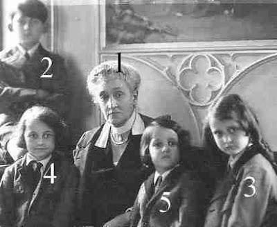 grande-duchesse de Luxembourg et 4 des enfants de sa fille Antonia