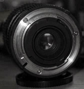 Lensa Nikon 35-70mm f/3.5-4.8 belakang