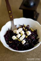 (salatka z czerwonej kapusty i sera feta
