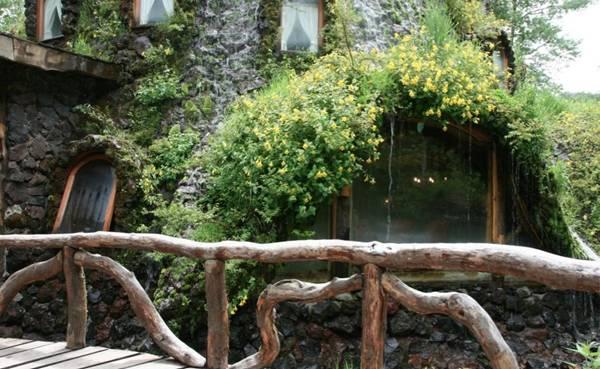 فندق داخل بركان تنبثق منه المياه image009-737518.jpg