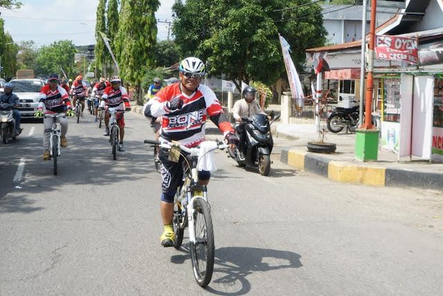 Kehadiran Bupati Bone dan Pejabatnya Naik Sepeda ke Pinrang Semoga Jadi Motivasi Tersendiri Kontingen Bone